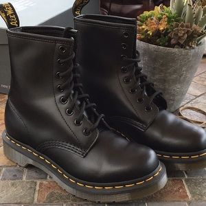 Dr Martens 1460 smooth 8 eye NEW
